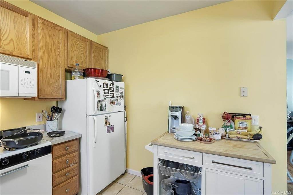 5. Single Family Home for Sale at 354 Columbus Avenue West Harrison, New York, 10604 United States