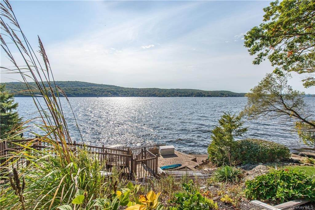 5. Single Family Home for Sale at 200 Jersey Avenue Greenwood Lake, New York, 10925 United States