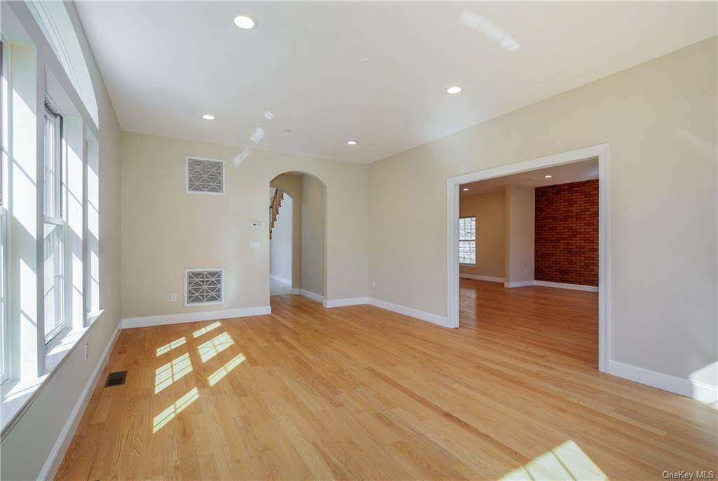 5. Single Family Home for Sale at 223 Sprain Road Scarsdale, New York, 10583 United States