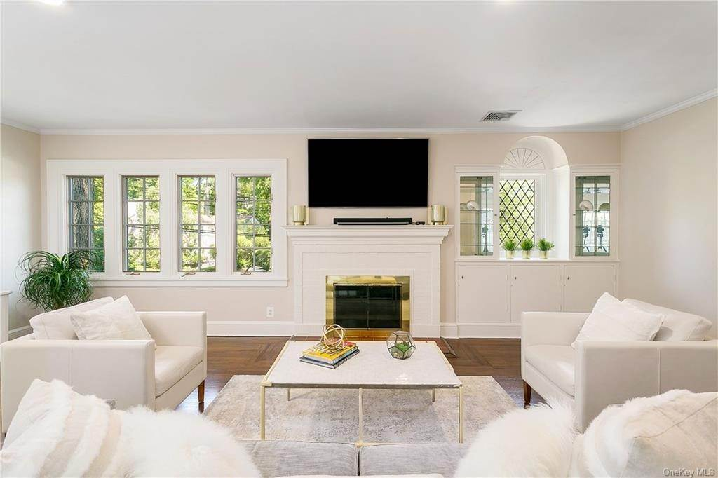 5. Single Family Home for Sale at 10 Hall Avenue Larchmont, New York, 10538 United States