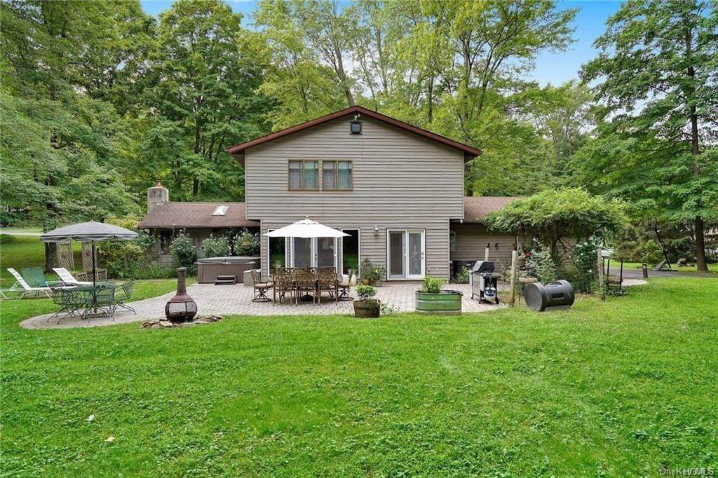 5. Single Family Home for Sale at 14 Lori Lane Chester, New York, 10918 United States