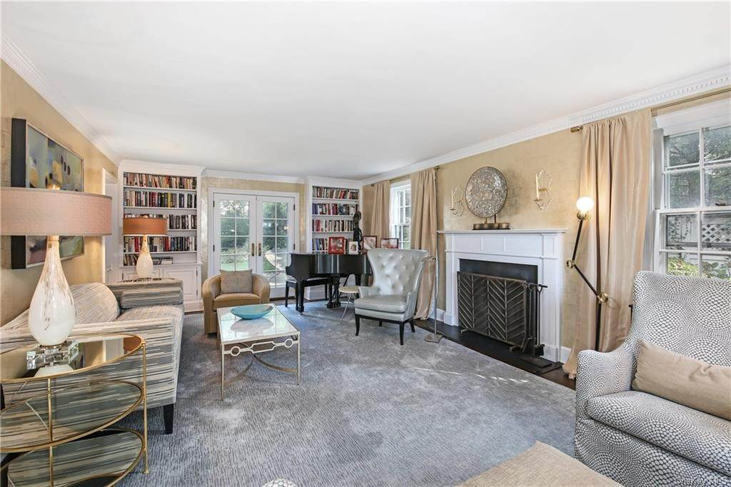 6. Single Family Home for Sale at 1 Hemlock Road Bronxville, New York, 10708 United States