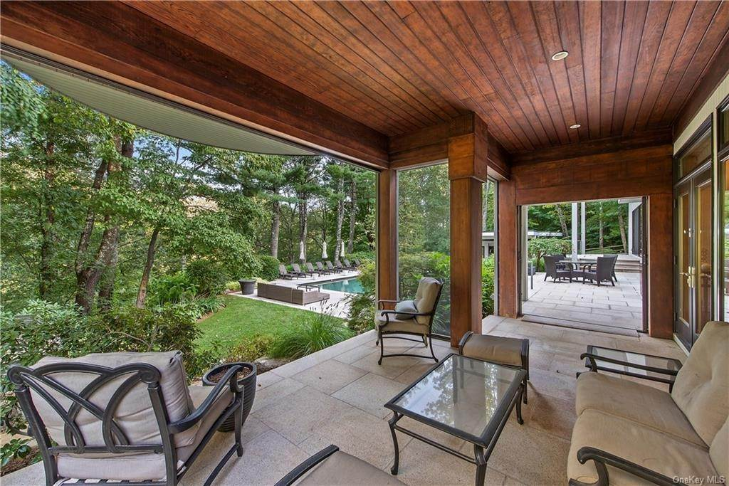 6. Single Family Home for Sale at 10 Beech Hill Lane Pound Ridge, New York, 10576 United States