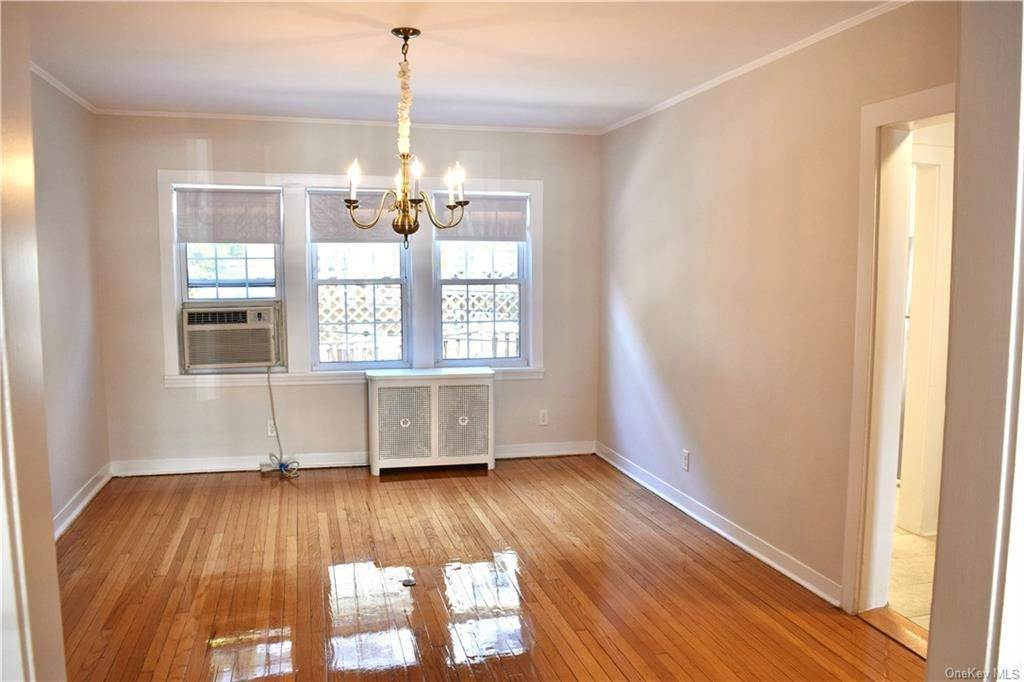 6. Rental Communities for Rent at 4 Prescott Square Bronxville, New York, 10708 United States