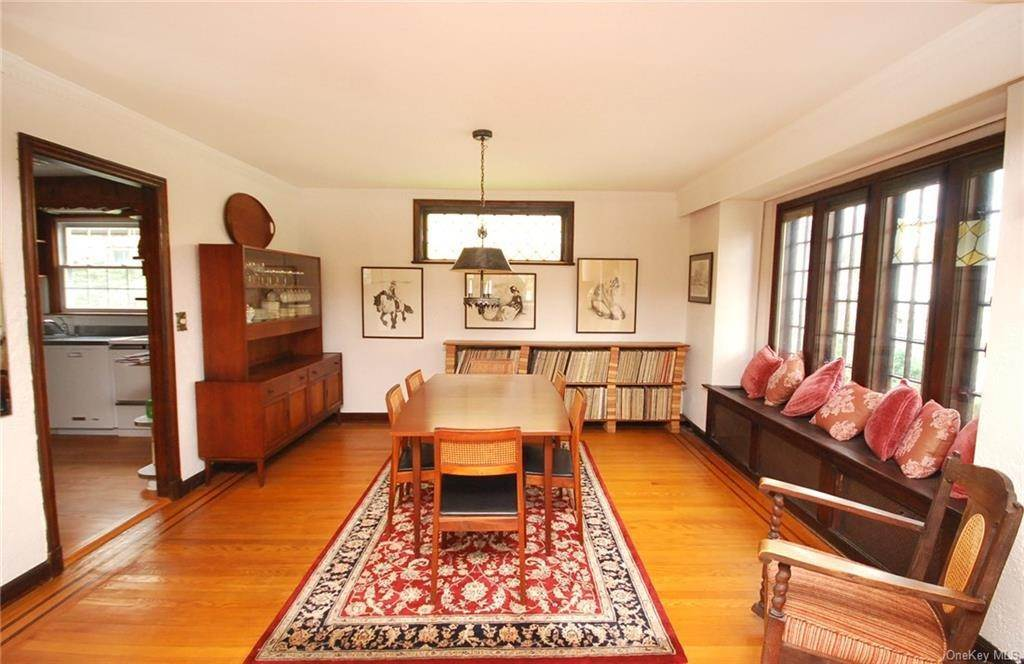 6. Single Family Home for Sale at 28 Wiltshire Street Bronxville, New York, 10708 United States