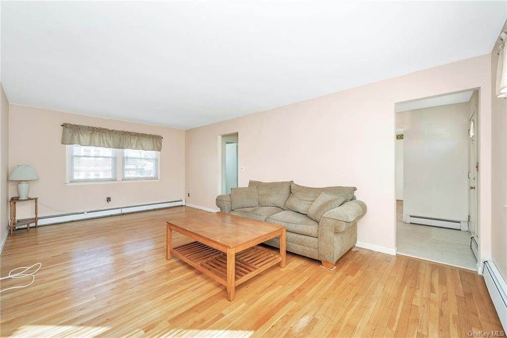 6. Single Family Home for Sale at 536 Commerce Street Hawthorne, New York, 10532 United States