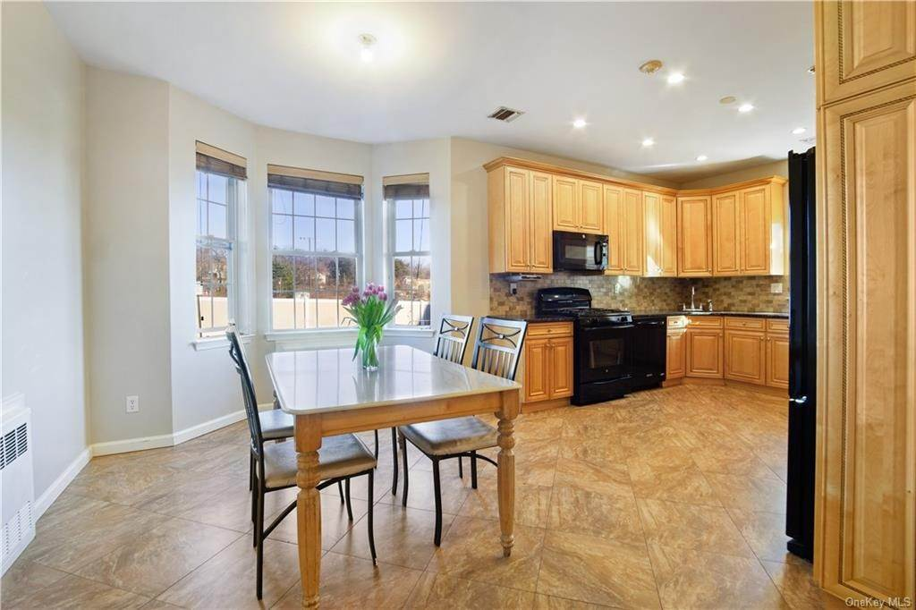 6. Single Family Home for Sale at 1116 Parkview Drive Spring Valley, New York, 10977 United States