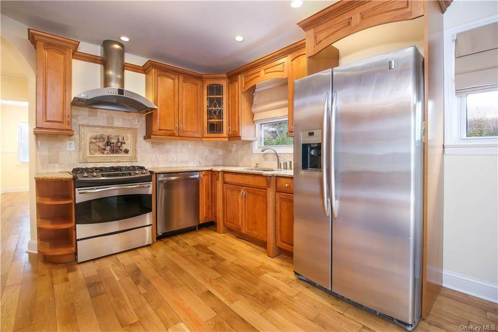 6. Single Family Home for Sale at 21 Bramblebrook Road Ardsley, New York, 10502 United States