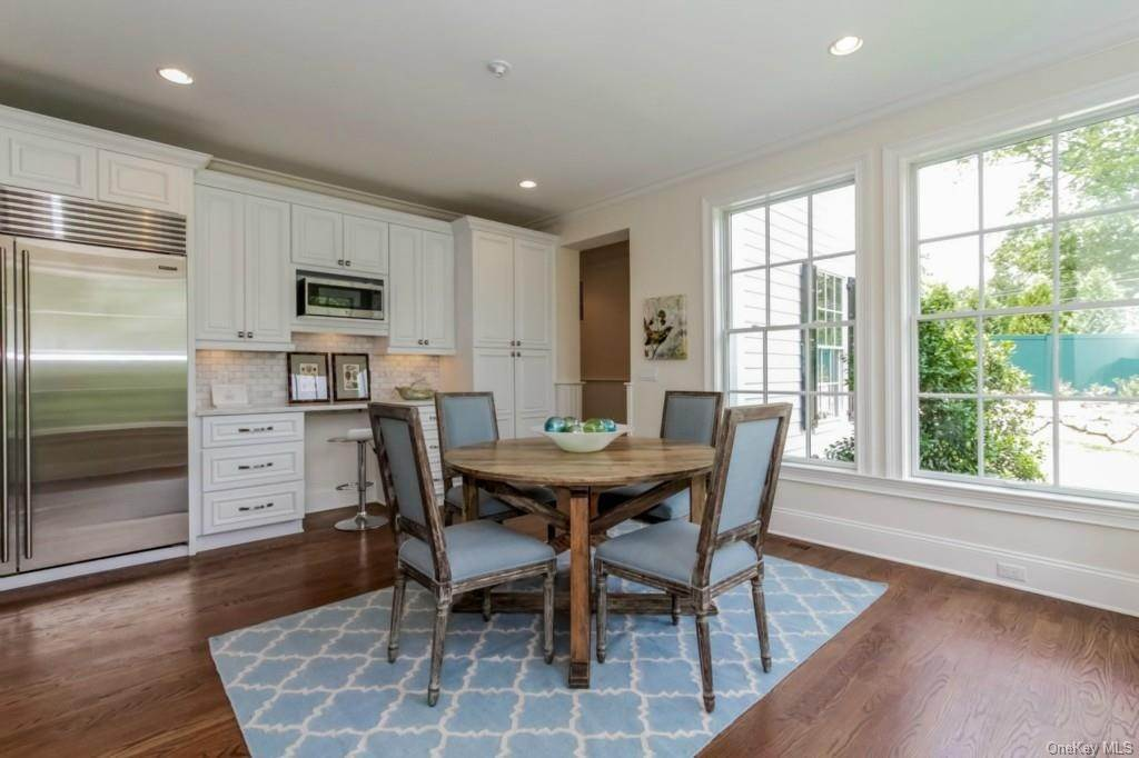 6. Single Family Home for Sale at 3 Meadow Road Scarsdale, New York, 10583 United States