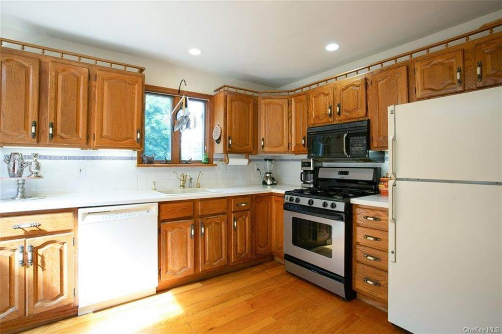 6. Single Family Home for Sale at 88 Pine Avenue Ossining, New York, 10562 United States