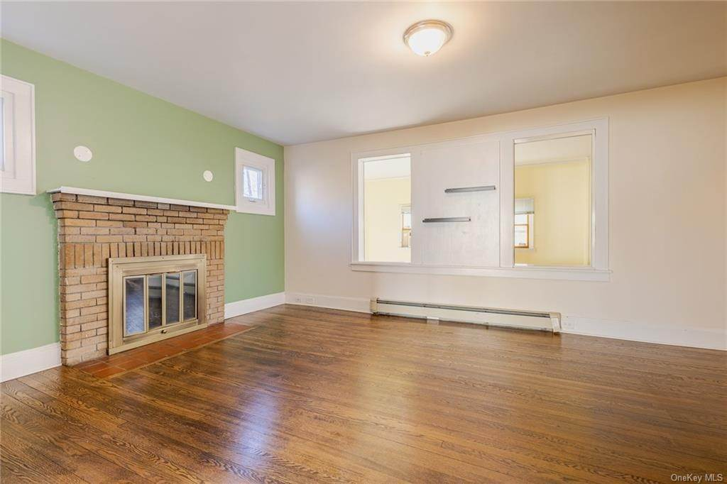 6. Single Family Home for Sale at 25 North Street Bedford Hills, New York, 10507 United States