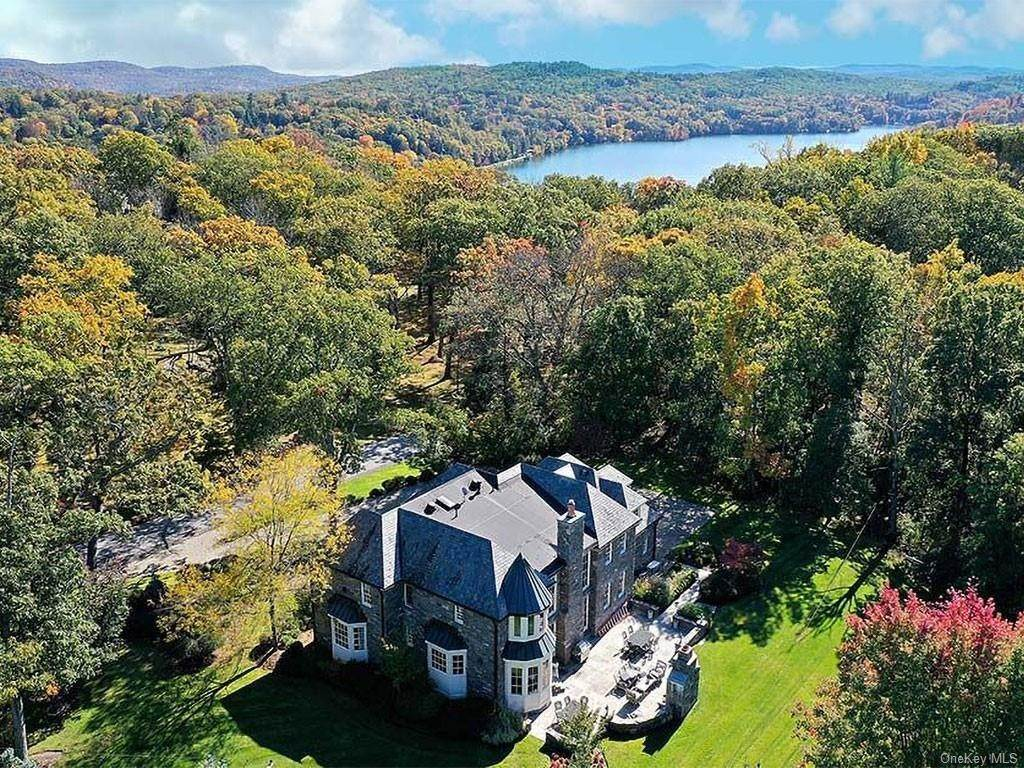 6. Single Family Home for Sale at 75 Summit Road Tuxedo Park, New York, 10987 United States
