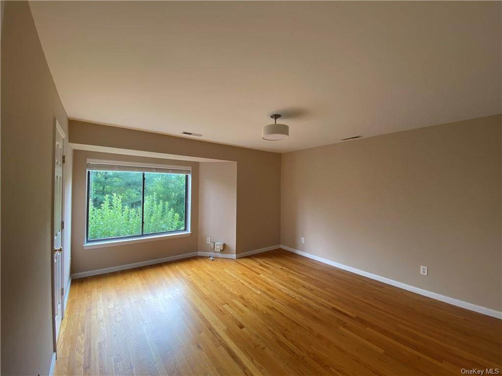 6. Single Family Home for Sale at 173 Birchwood Close Chappaqua, New York, 10514 United States