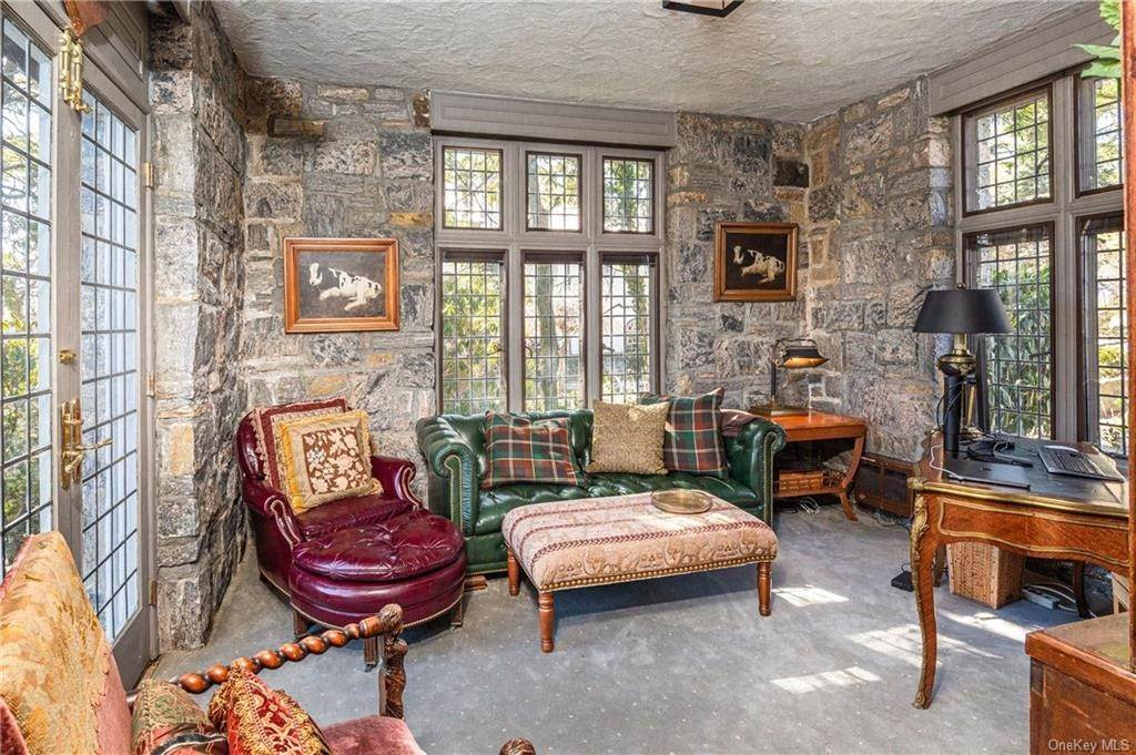 6. Single Family Home for Sale at 14 Courseview Road Bronxville, New York, 10708 United States