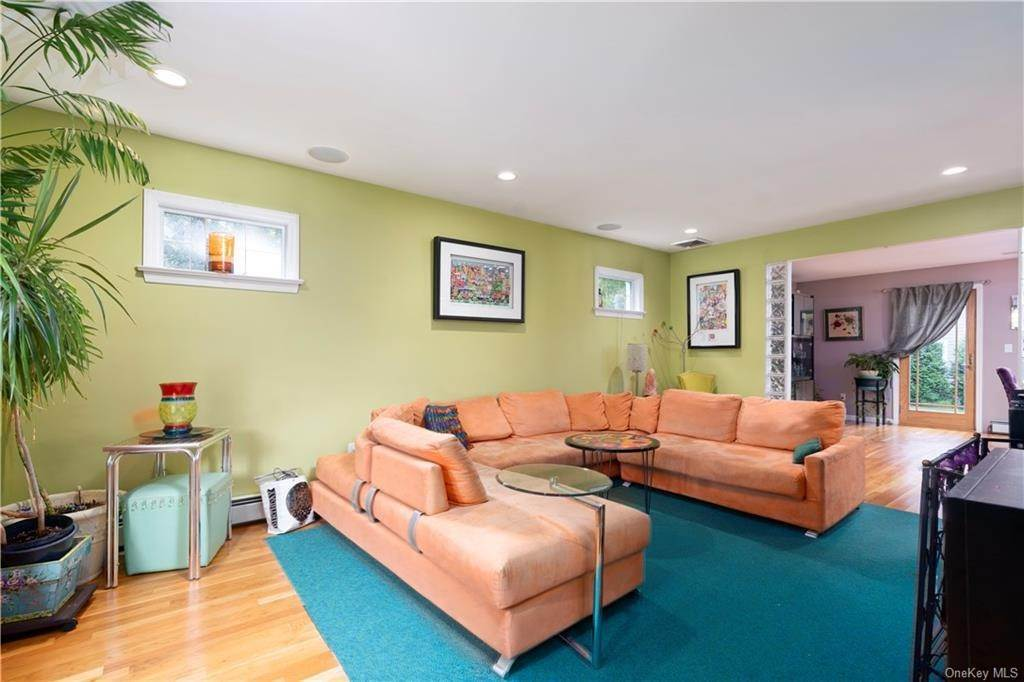 6. Single Family Home for Sale at 160 Woodlands Avenue White Plains, New York, 10607 United States