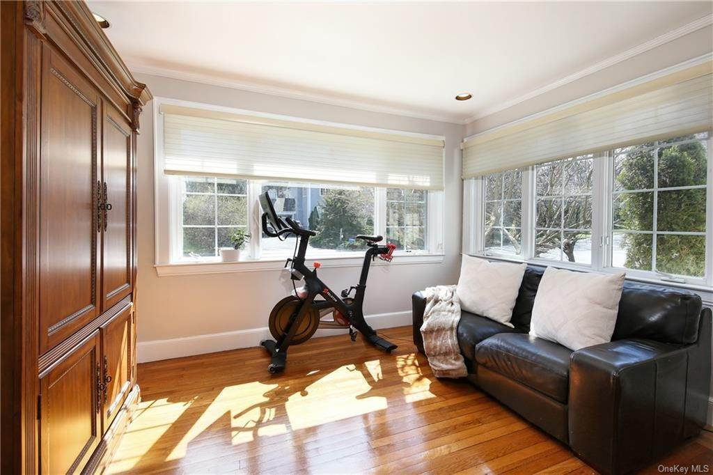 6. Single Family Home por un Venta en 31 Rugby Lane Scarsdale, Nueva York, 10583 Estados Unidos