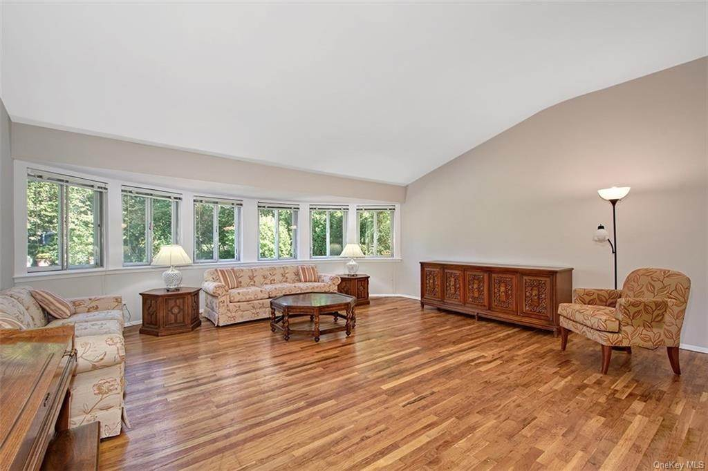 6. Single Family Home for Sale at 188 Country Ridge Drive Rye Brook, New York, 10573 United States