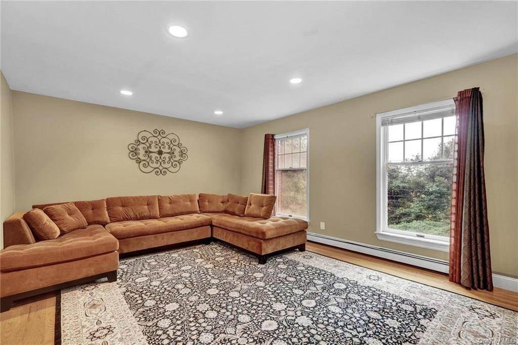 6. Single Family Home for Sale at 4 Old Road E Elmsford, New York, 10523 United States