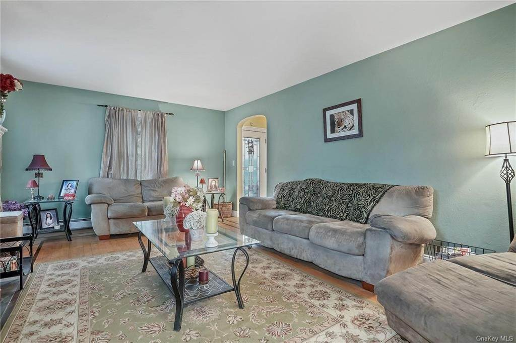 6. Single Family Home for Sale at 20 Deerfield Avenue Eastchester, New York, 10709 United States