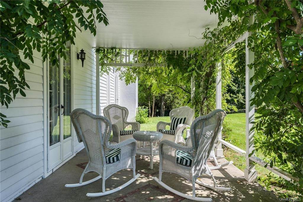 6. Single Family Home for Sale at 129 Fox Lane Bedford Corners, New York, 10549 United States
