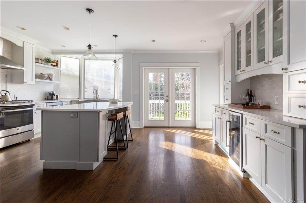 6. Single Family Home for Sale at 25 Wilbur Place Bronxville, New York, 10708 United States