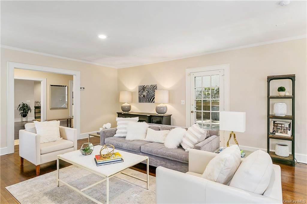 6. Single Family Home for Sale at 10 Hall Avenue Larchmont, New York, 10538 United States