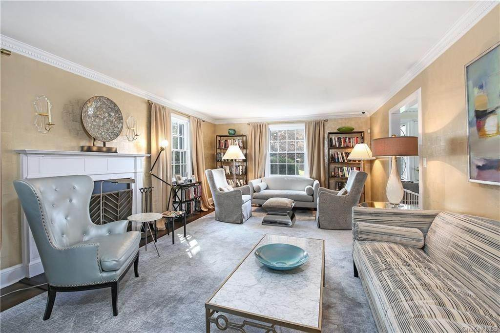 7. Single Family Home for Sale at 1 Hemlock Road Bronxville, New York, 10708 United States