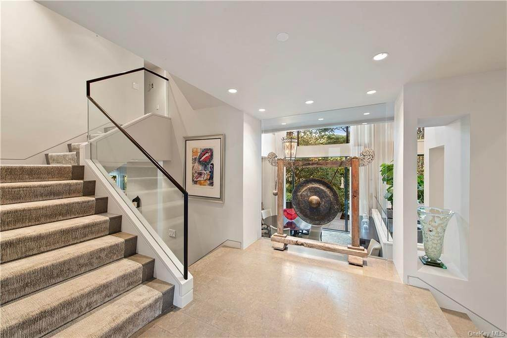 7. Single Family Home for Sale at 10 Beech Hill Lane Pound Ridge, New York, 10576 United States