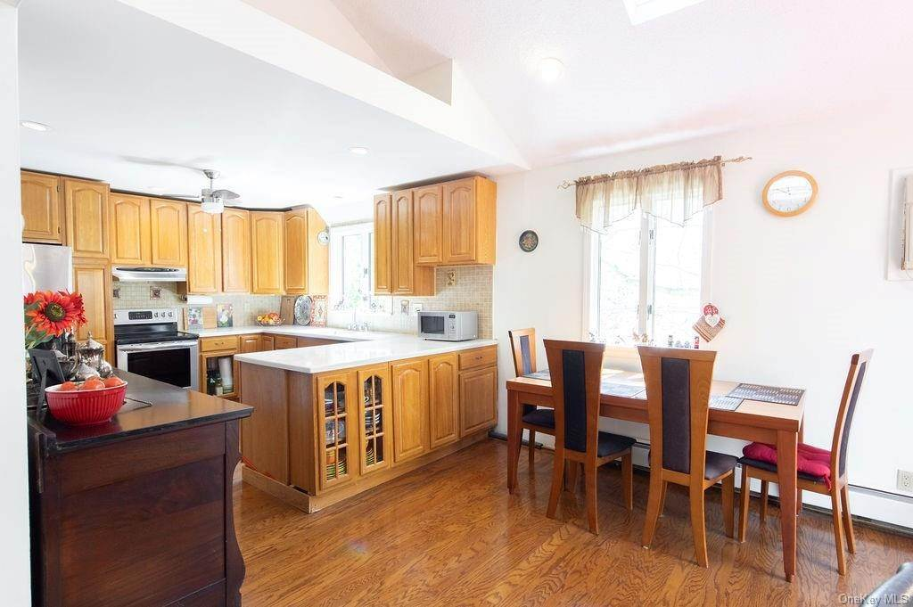 7. Single Family Home for Sale at 377 Lake Shore Drive Pleasantville, New York, 10570 United States
