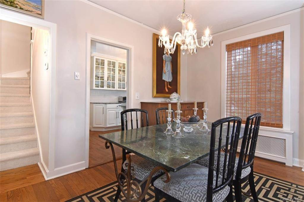 7. Single Family Home for Sale at 5 Park Avenue Terrace Bronxville, New York, 10708 United States