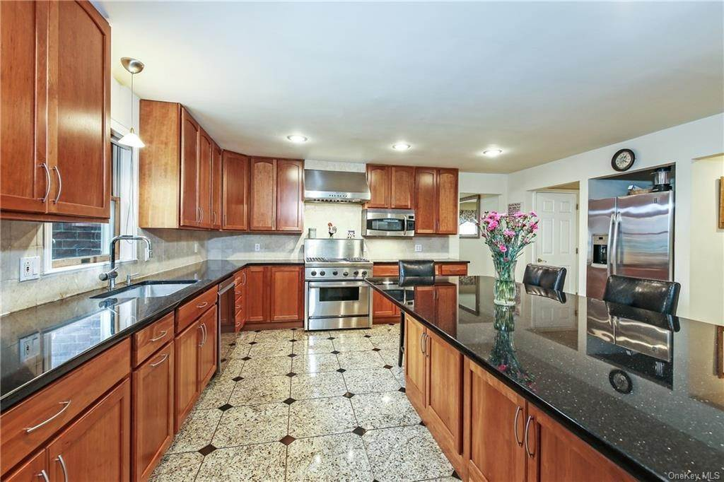 7. Single Family Home for Sale at 104 Bobolink Road Yonkers, New York, 10701 United States