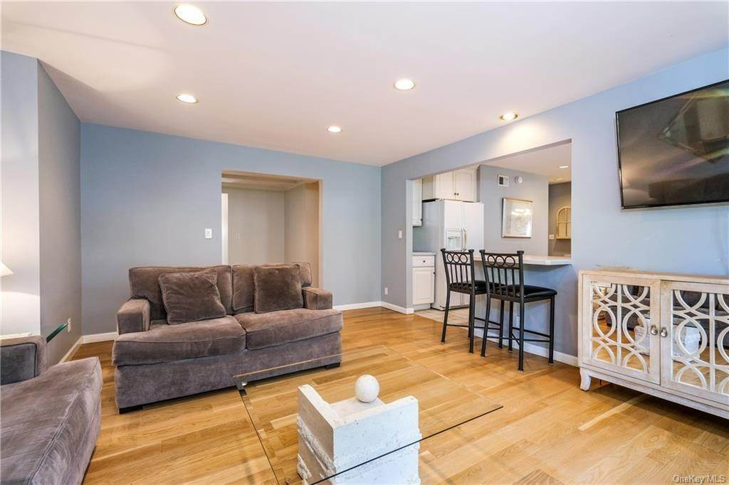 7. Single Family Home for Sale at 19 Old Well Road Purchase, New York, 10577 United States