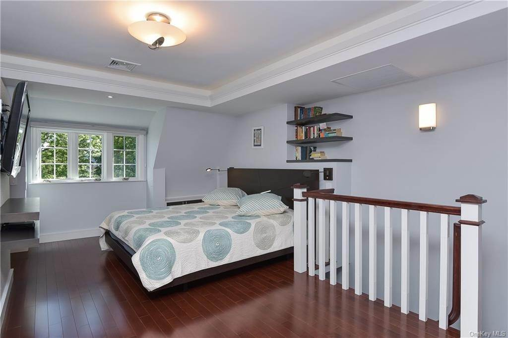 7. Rental Communities for Rent at 3 Willow Circle Bronxville, New York, 10708 United States
