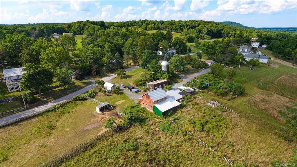 7. Single Family Home for Sale at 184 N Kaisertown Road Montgomery, New York, 12549 United States