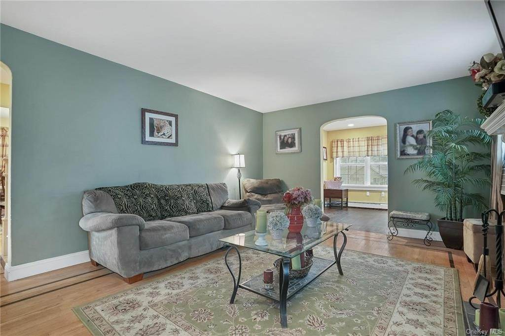 7. Single Family Home for Sale at 20 Deerfield Avenue Eastchester, New York, 10709 United States