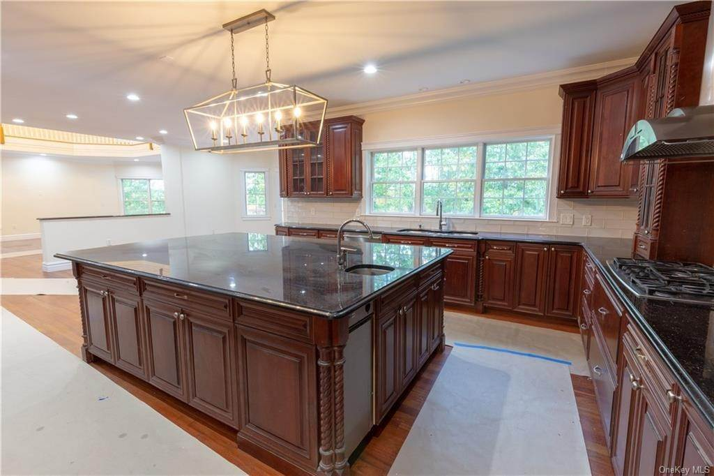 7. Single Family Home for Sale at 51 Juniper Terrace Tuxedo Park, New York, 10987 United States