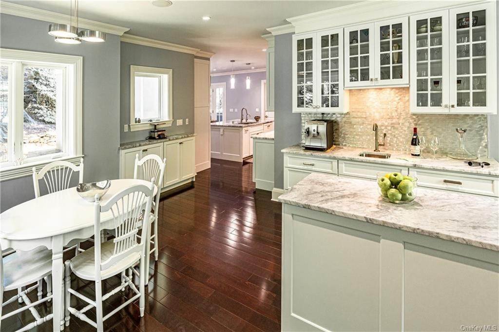 7. Single Family Home for Sale at 1 Woodland Avenue Bronxville, New York, 10708 United States