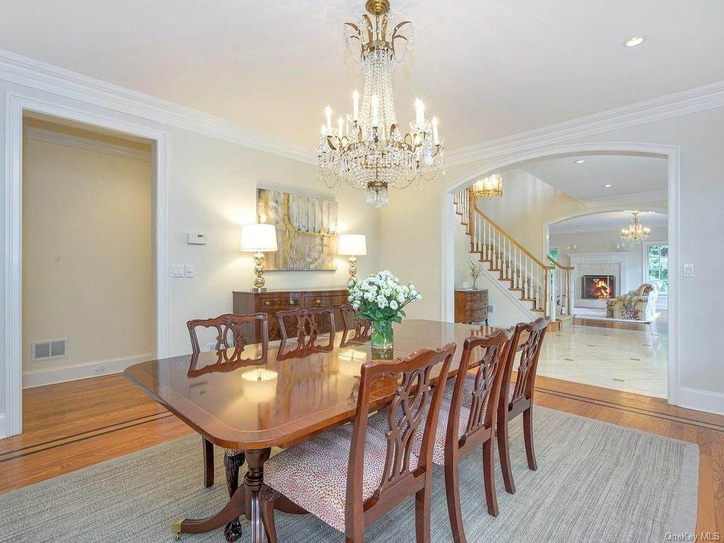 7. Single Family Home for Sale at 4 Thornbrook Lane Bedford, New York, 10506 United States