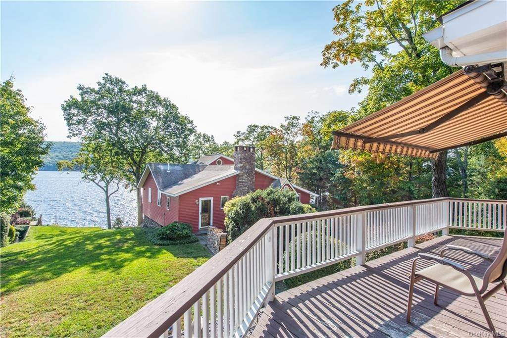 7. Single Family Home for Sale at 200 Jersey Avenue Greenwood Lake, New York, 10925 United States