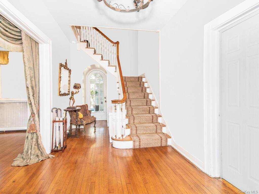 7. Single Family Home for Sale at 62 Cortlandt Avenue New Rochelle, New York, 10801 United States