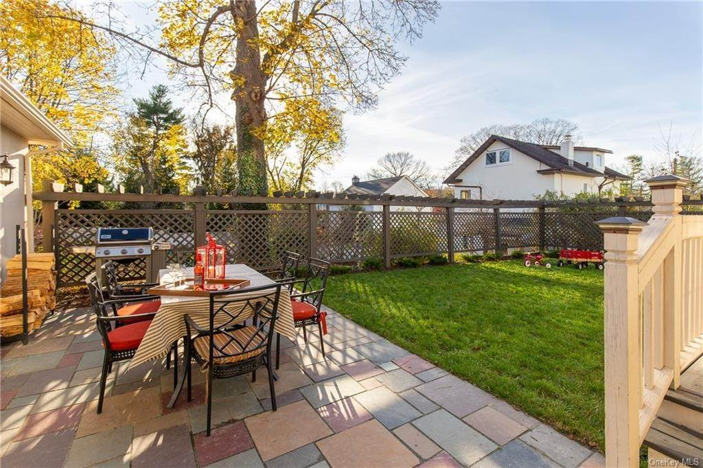 7. Single Family Home for Sale at 25 Wilbur Place Bronxville, New York, 10708 United States