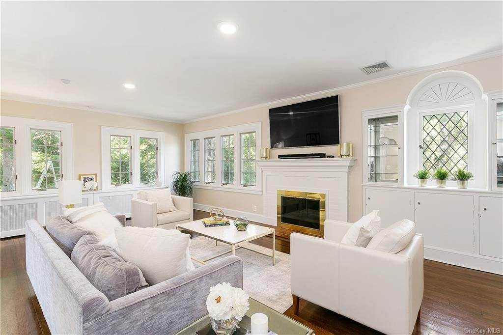 7. Single Family Home for Sale at 10 Hall Avenue Larchmont, New York, 10538 United States