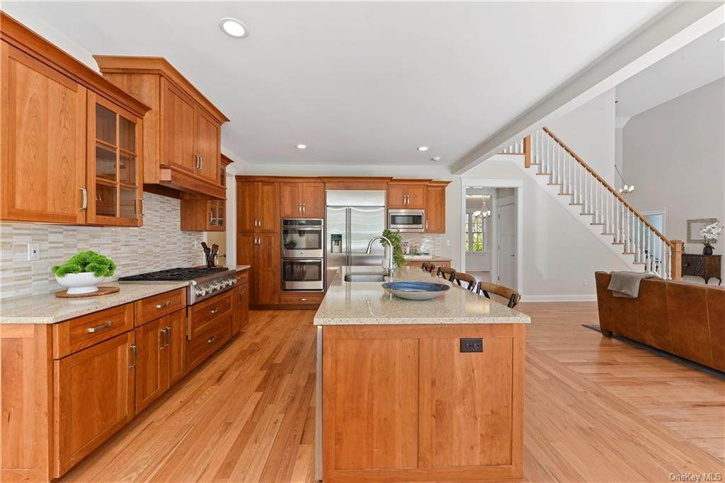 7. Single Family Home for Sale at 76 Mayflower Lane Katonah, New York, 10536 United States