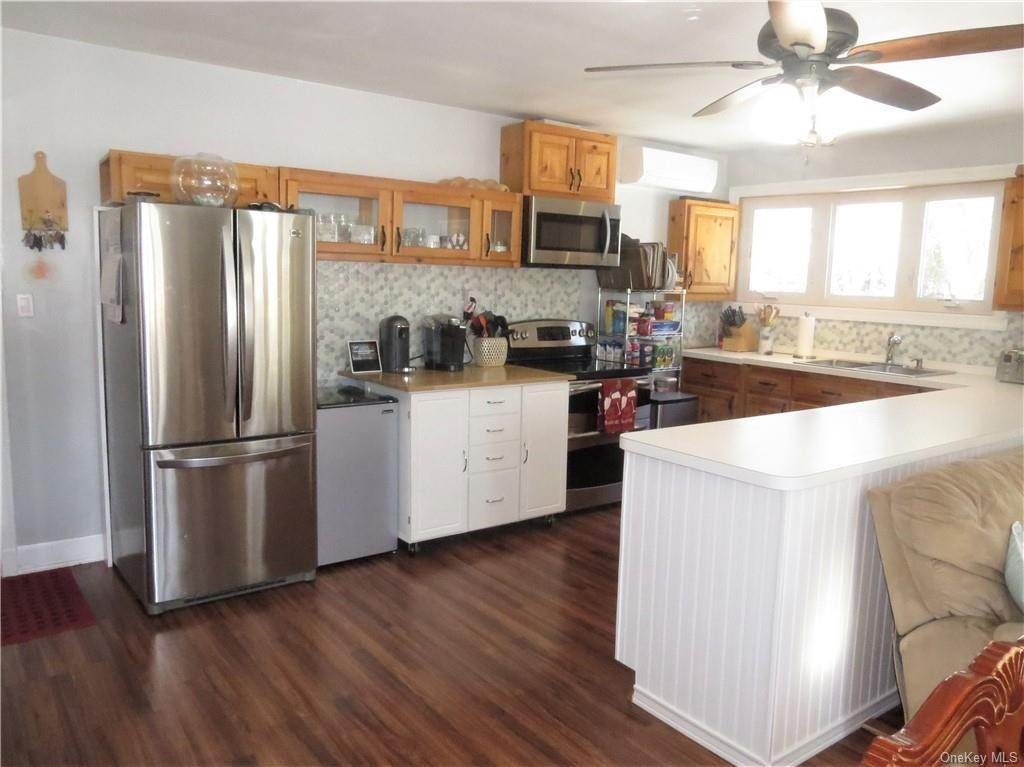 7. Single Family Home for Sale at 162 Byram Lake Road Bedford Corners, New York, 10549 United States