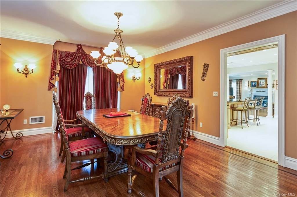 8. Single Family Home for Sale at 3 Mill Pond Lane New Rochelle, New York, 10805 United States