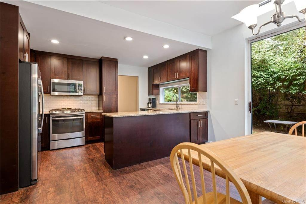 8. Single Family Home for Sale at 23 Indian Hill Road New Rochelle, New York, 10804 United States