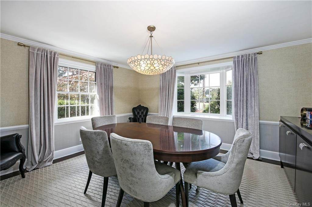 8. Single Family Home for Sale at 1 Hemlock Road Bronxville, New York, 10708 United States