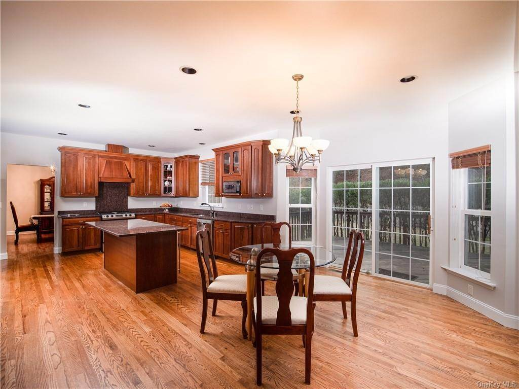 8. Single Family Home for Sale at 2689 Deer Street Mohegan Lake, New York, 10547 United States