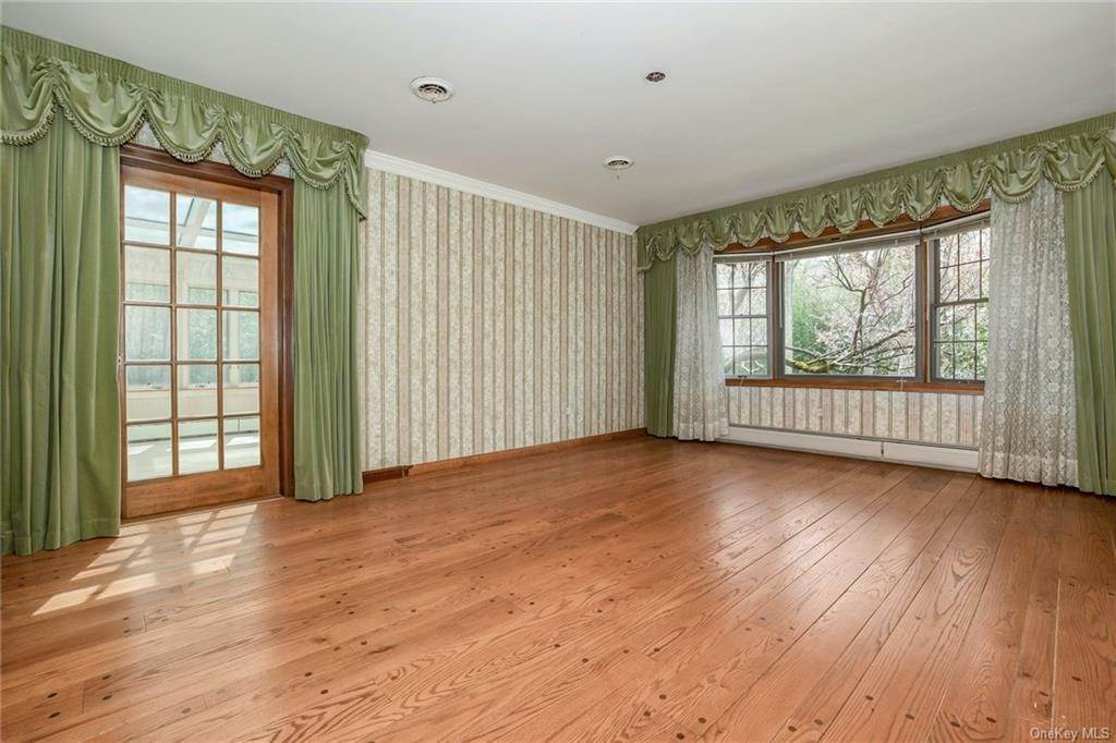 8. Single Family Home for Sale at 1A Century Road Palisades, New York, 10964 United States