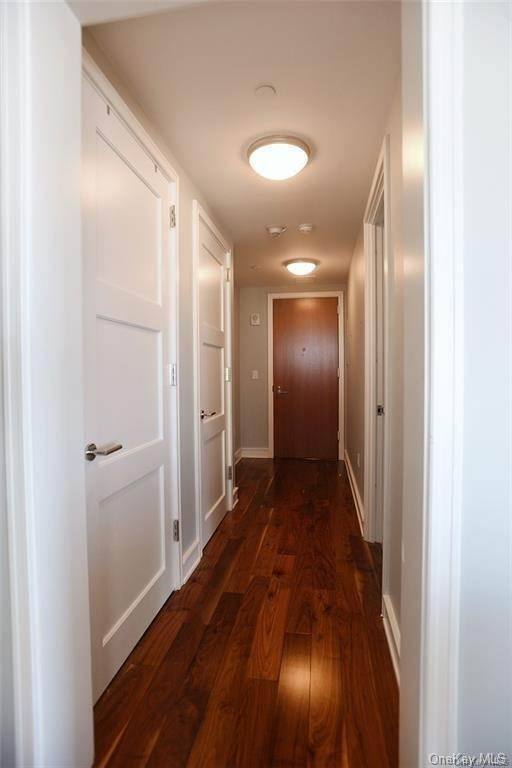 8. Single Family Home for Sale at 1 Renaissance Square White Plains, New York, 10601 United States